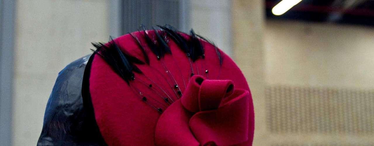 Para las mujeres que les gusta ponerse accesorios en el cabeza esta la marca Rosh millinery que se encarga de lanzar al mercado sombreros y tocados de todos los colores y para todo tipo de mujer. Salón futuro se encargó de reunir lo mejor del diseño de joyería, marroquinería, calzado, bisutería y accesorios. Esta convocatoria se convierte en una vitrina para los nuevos talentos de la moda colombiana.