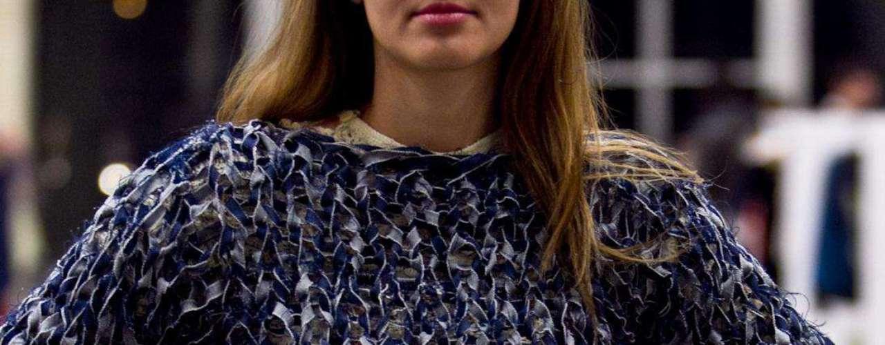 Christian Colorado es un diseñador que recicla todo tipo de prendas en denim y crea nuevas prendas como el saco tejido que vemos. Salón futuro se encargó de reunir lo mejor del diseño de joyería, marroquinería, calzado, bisutería y accesorios. Esta convocatoria se convierte en una vitrina para los nuevos talentos de la moda colombiana.