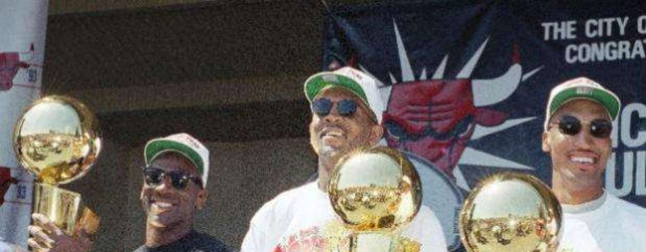 Michael Jordan, Scottie Pippen and Bill Cartwright carry their three titles won between 1991 and 1993.