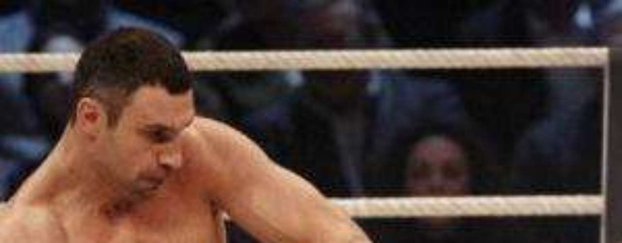 Klitschko conectando un uper sobre su contrincante.