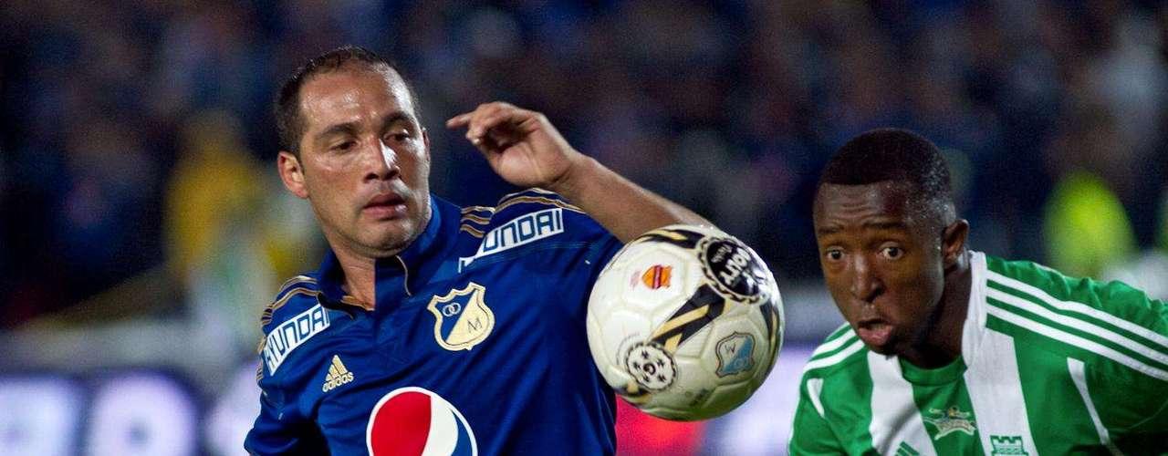 Pero luego Millonarios supo reaccionar y logró empatar antes de finalizar el primer tiempo con goles de Osorio y Franco.