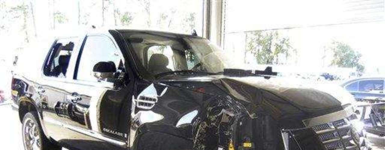 Tiger Woods, luego de haber discutido con su esposa, salió de su casa y se estrelló en su camioneta Escalade. El hecho ocurrió en noviembre de 2009 el cual desató un escándalo de infidelidad por parte del golfista