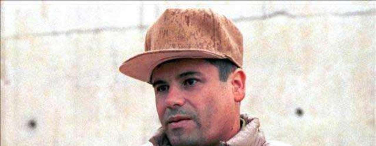 FUGAS 19-enero-2001.- Joaquín El Chapo Guzmán se fugó del penal de máxima seguridad de Puente Grande, Jalisco. No hubo un solo disparo y de su evasión se dio cuenta horas después. Se dijo que se escapó oculto en un contendor de ropa sucia que fue colocado sobre un camión que partió hacia el occidente del país. Otra versión es que salió caminando y por la puerta central.