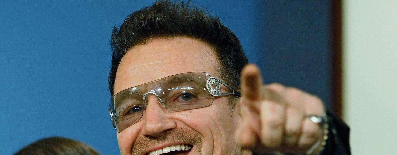 Si hay alguien pretencioso en el mundo es Bono. Y el nombre de su hija es Memphis Eve (víspera de Memphis), lo cual ni siquiera tiene sentido alguno. ¡Ridículo!