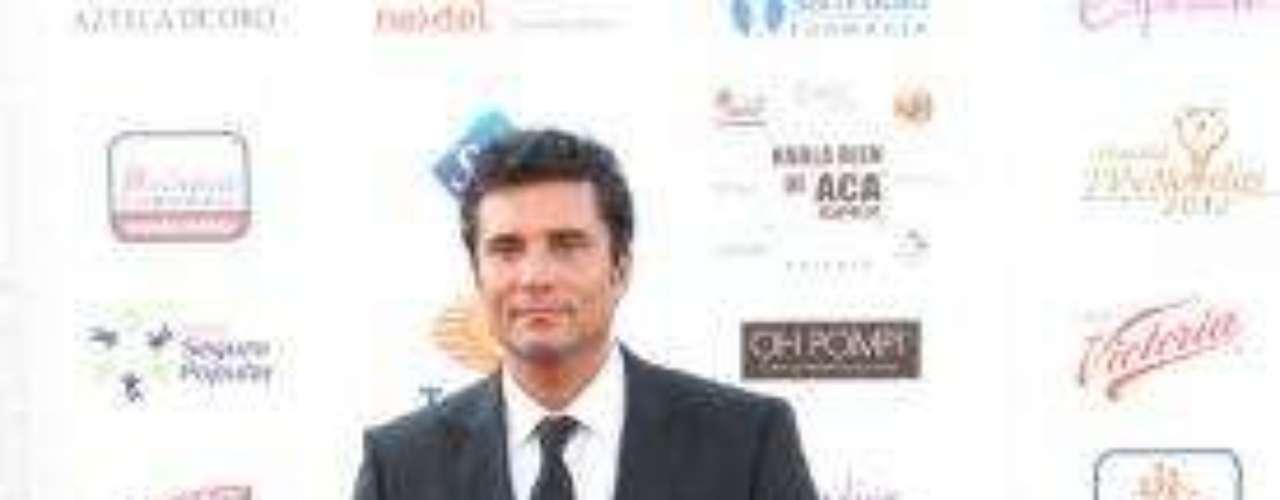 Síguenos en Facebook - Twitter¡Ganadores! Estos fueron los triunfadores de losPremios TVyNovelas 2012    Jorge Salinas con premio y pleito en los TVyNovelas¿Por qué Anahí no llegó a los premios TVyNovelas?     Actores en México se pierden a Bichir en los Oscar, por andar en los TVyNovelas