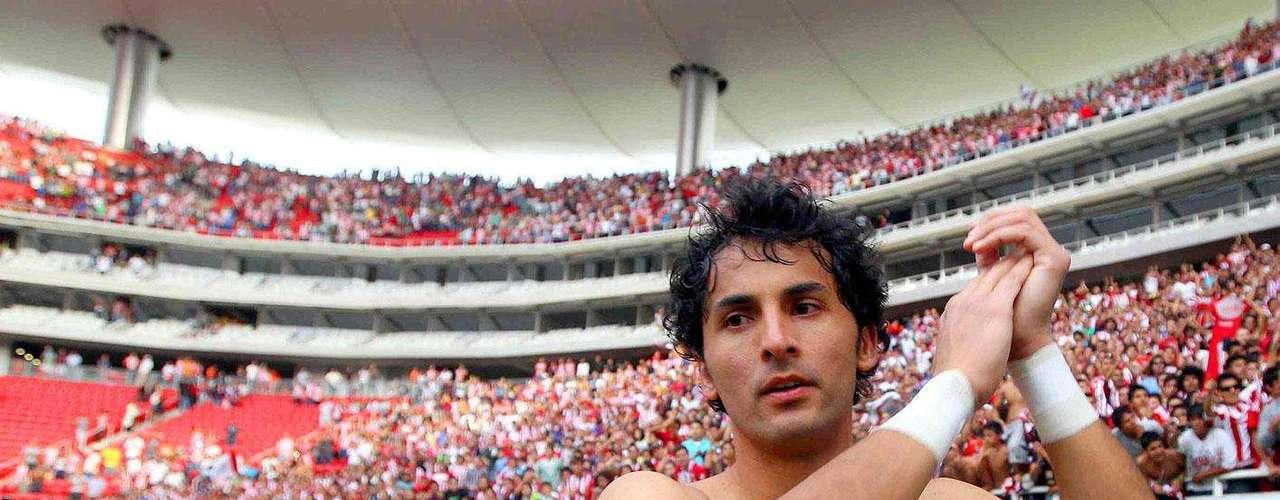 Chivas gana 2-1 a Santos: Luis Michel fue la figura del partido al atajar un penal a Hérculez Gómez en el minuto 90.