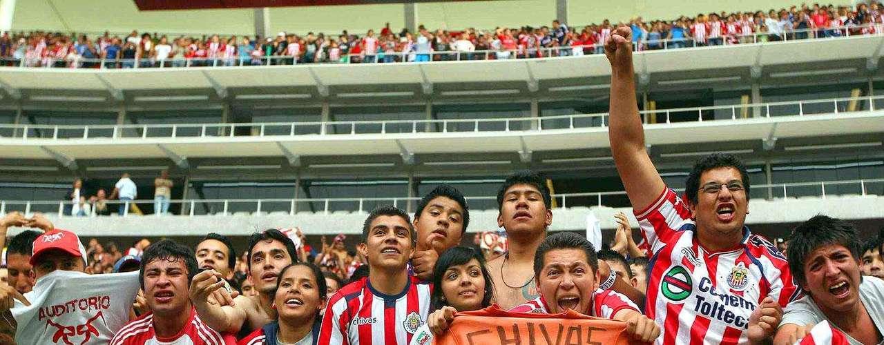 Chivas gana 2-1 a Santos: La afición de Chivas hizo una gran entrada en el estadio Omnilife.