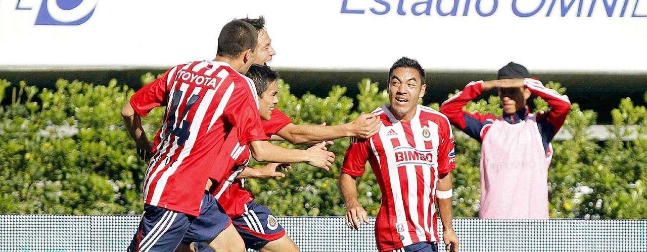 Chivas gana 2-1 a Santos: Marco Fabián celebra su gol ante Santos Laguna.