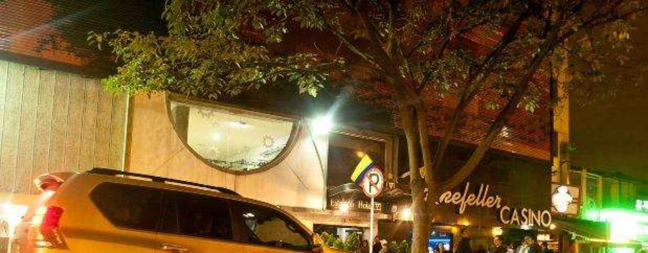 10:00 p.m. 10:30 p.m.: Luis Andrés Colmenares y Laura Moreno llegan a un bar de la Zona Rosa.
