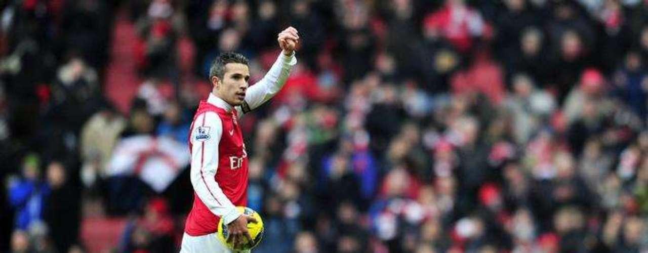 ROBIN VAN PERSIE: La estrella del Arsenal ha sonado en el Barcelona y el Milan.