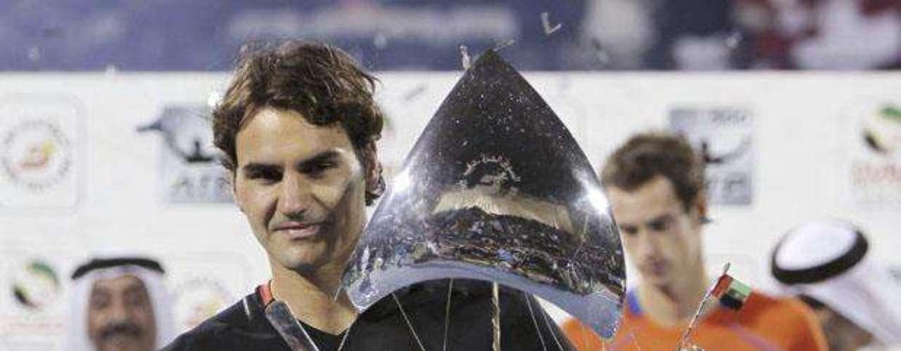 El suizo Roger Federer considerado uno de los mejores tenistas del mundo goza de una fortuna de 242 millones de euros (US$ 314 millones).
