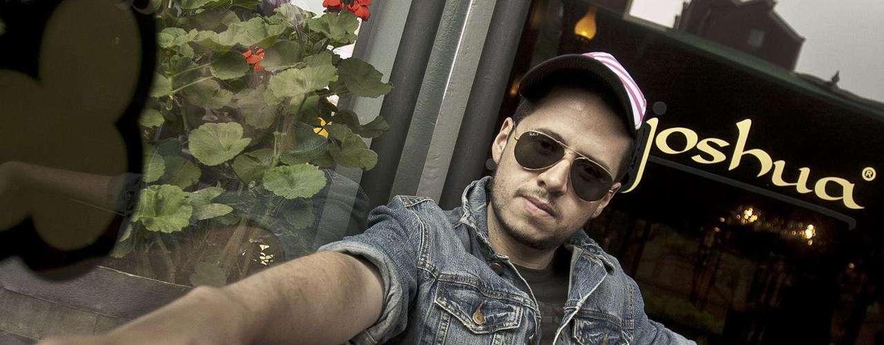 Terra Colombia tuvo un encuentro con el cantante y compositor colombiano Camo quien presenta 'Salud', el primer sencillo de su nueva producción 'Amanece en la segunda avenida'. El pub Joshua Café Bar fue testigo de una charla más que una entrevista donde el cantante habló de su carrera musical desde sus inicios hasta el día de hoy.