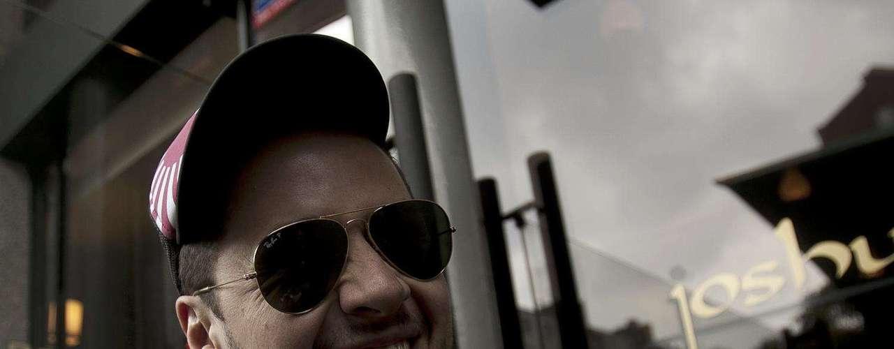 En la época del colegio Camo tuvo su primera banda, con influencias punk. El cantante se fue a estudiar a México donde formó Mancalá, una propuesta de rock ochenteno que generó el gusto y la admiración de varios empresarios hasta el punto de ser el opening act de artistas como Moderatto, Belanova y Julieta Venegas. Tiempo después la banda se desintegró y Camo viajó a España donde empezó a componer sus primeras canciones y a incursionar en su proyecto como solista. Tocando puertas en bares y cafés el cantante colombiano fue mostrando su música en el país ibérico; inicialmente con covers de Juanes y Shakira, y una que otra canción de su autoría el artista fue labrando su propio camino.