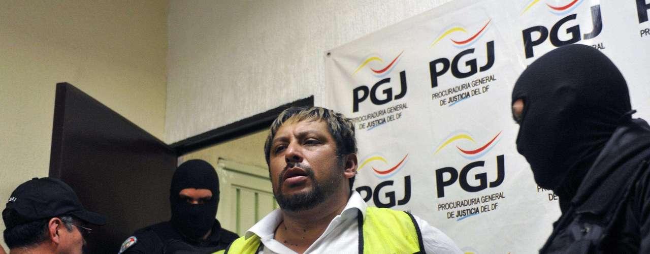 Marzo 1°: Miembros de la Procuraduría General de Justicia del Distrito Federal (PGJDF) presentaron Marco Antonio Hernández García, alias 'El Comandante', presunto líder del grupo criminal 'La Mano con ojos'.