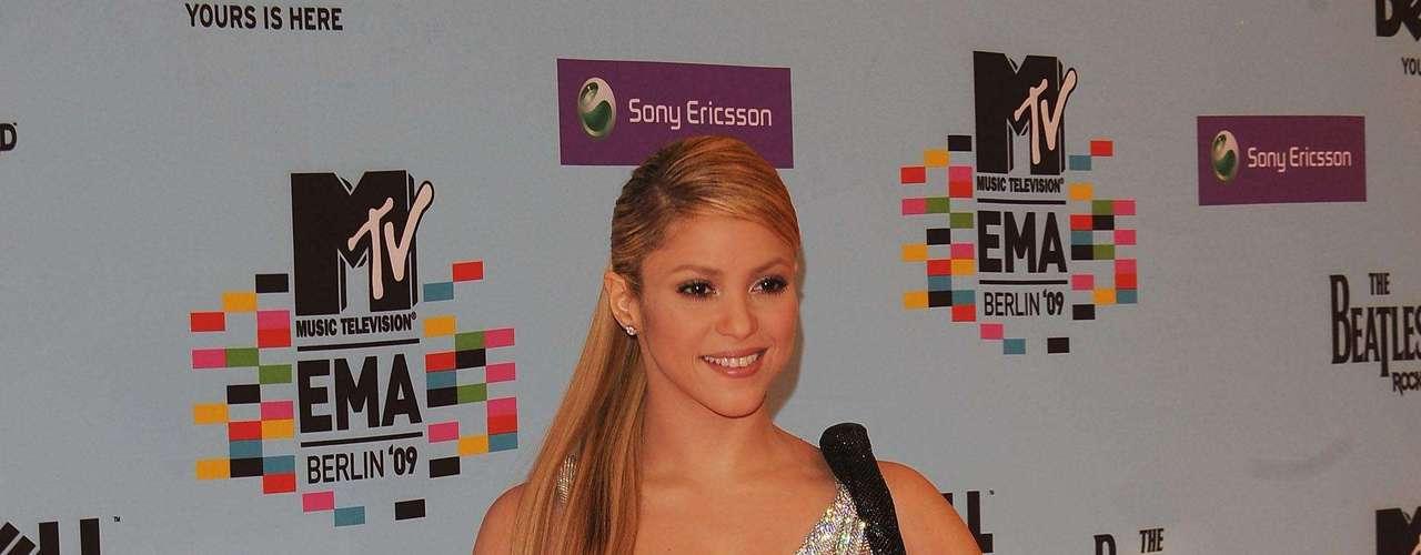 Desde hace meses sonaba el rumor de que Shakira esperaba su primer hijo junto a Gérard Piqué, ahora la colombiana confirmó esta información a través de su página de Facebook. Nosotros quisimos hacer un breve recorrido por su estilo antes de que llegue \