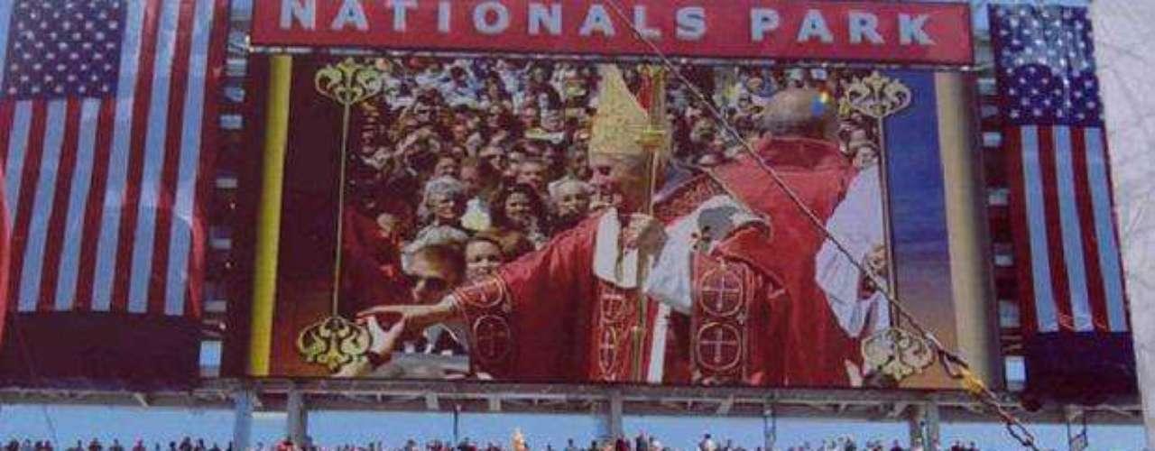 Estados Unidos de América, del 15 al 21 de abril de 2008. Durante este viaje apostólico a EU, Benedicto XVI celebró su 81 cumpleaños y el III aniversario de su elección en 2005. Los días 15, 16 y 17 el Papa estuvo en Washington, el día 18 en la sede de la Organización de las Naciones Unidas y los días 18, 19, 20 y 21 en New York.