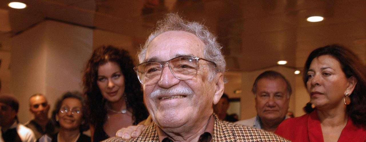 El escritor llega a la inaguración del Festival de Cine de la Habana.