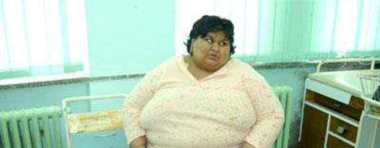 Victoria Lacatus murió a los 25 años en Rumania, cinco meses después de dar a luz a una nena.  Pesaba 2 548 libras (240 kilos).  Lacatus murió de un ataque al corazón, tras sufrir problemas respiratorios.