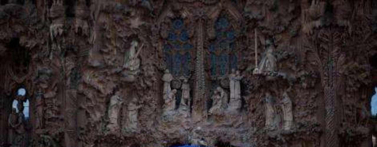 España, 6 y 7 de noviembre de 2010. En este viaje, el primer destino de Benedicto XVI fué la ciudad de Santiago de Compostela, con ocasión del Año Jacobeo 2010. Posteriormente, en Barcelona, encabezó la consagración de la Sagrada Familia de Antonio Gaudí como Basílica Menor.