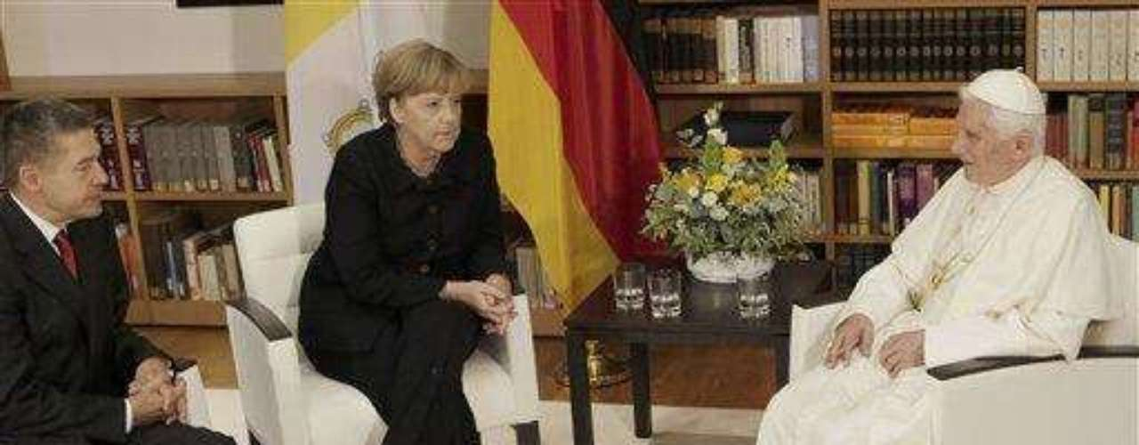 Alemania, del 22 al 25 de septiembre de 2011. Benedicto XVI vuelve por tercera vez a su país natal para realizar una visita a las ciudades de Berlín, Erfurt y Friburgo.