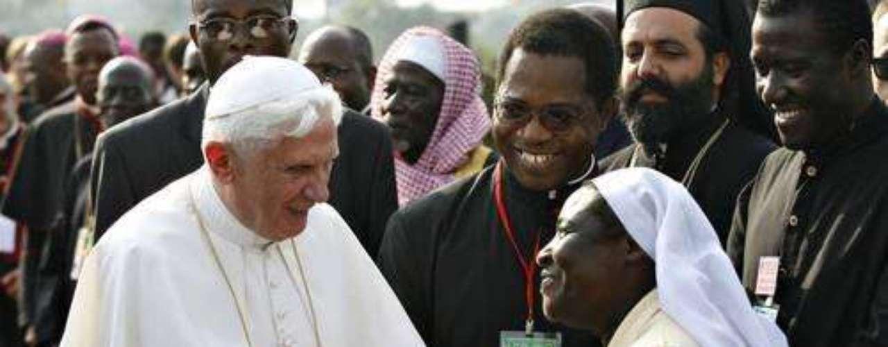 África, del 17 al 23 de marzo de 2009. Durante este viaje, el papa Benedicto XVI realizó visitas apostólicas a Camerún y Angola.