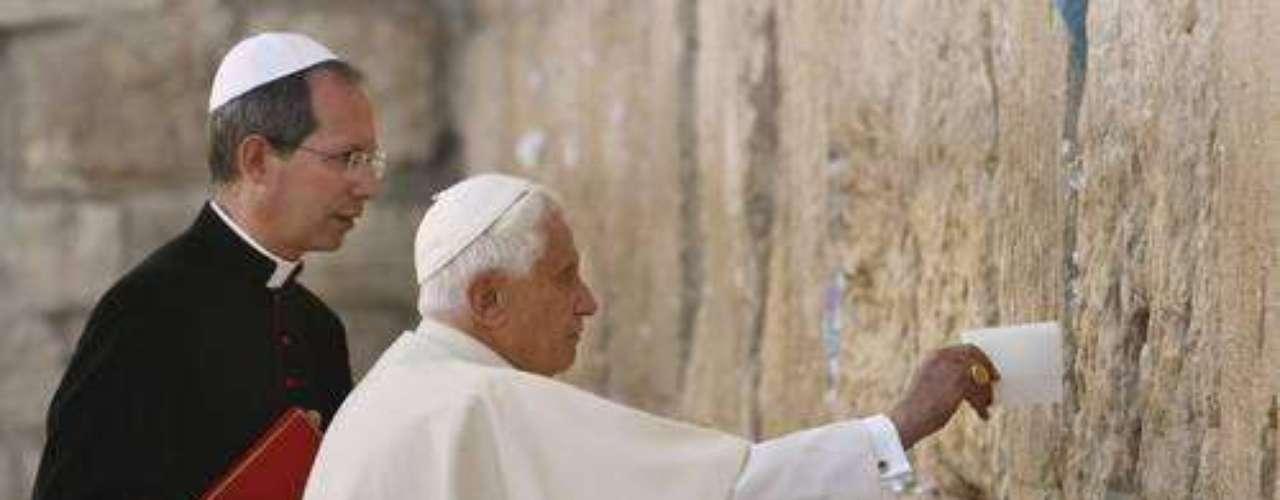 Tierra Santa. Entre el 8 y el 15 de mayo de 2009, el Santo Padre viajó a Jordania e Israel.
