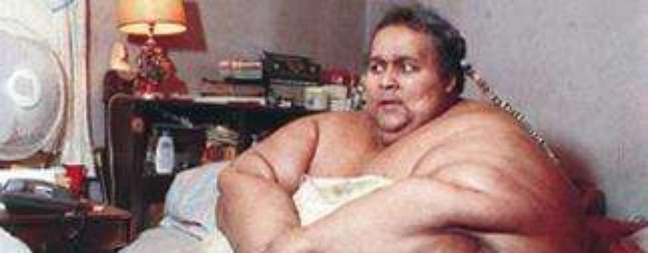Walter Hudson murió a los 46 años, con un peso de 1,125 libras (517 kilos).  Tomaba un promedio de 17 litros de soda por día   y comía dos cajas de salchichas, 12 huevos,  una libra de tocino,  pan, cuatro hamburguesas y cuatro doble cheeseburgers,  ocho porciones grandes de papas fritas,  dos pollos enteros,  un pastel  completo.