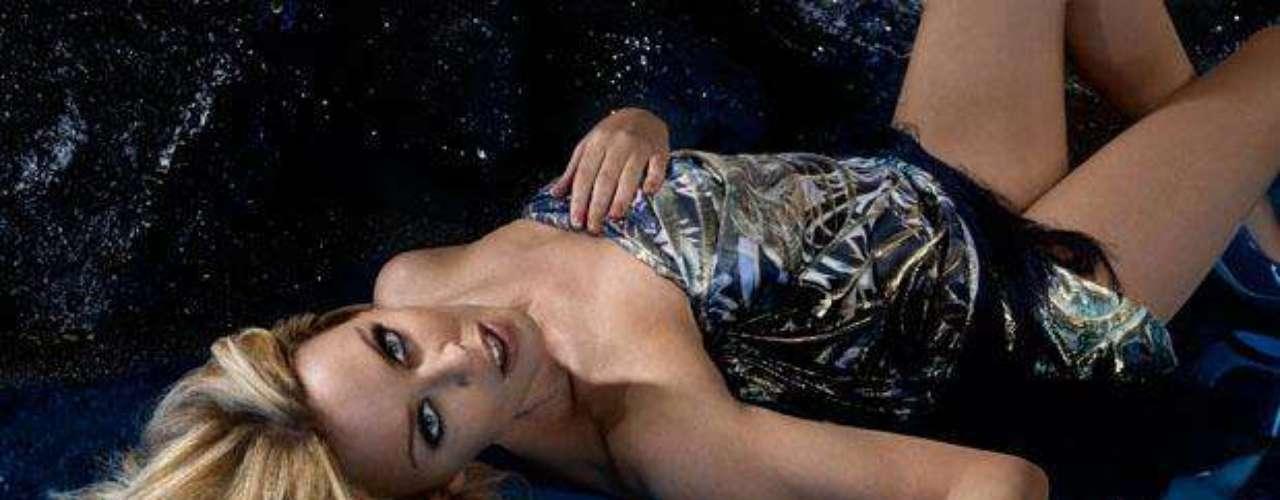 Kylie Minogue. Aparte de los muchos logros como cantante, la artista destaca por su arduo trabajo en la prevención y lucha contra el cáncer de mama, enfermedad que padeció y de la que pudo recuperarse satisfactoriamente, siendo honrada como doctora honoraria de Ciencias de la Salud en la Universidad Anglia Ruskin de Chelmsford, Inglaterra.
