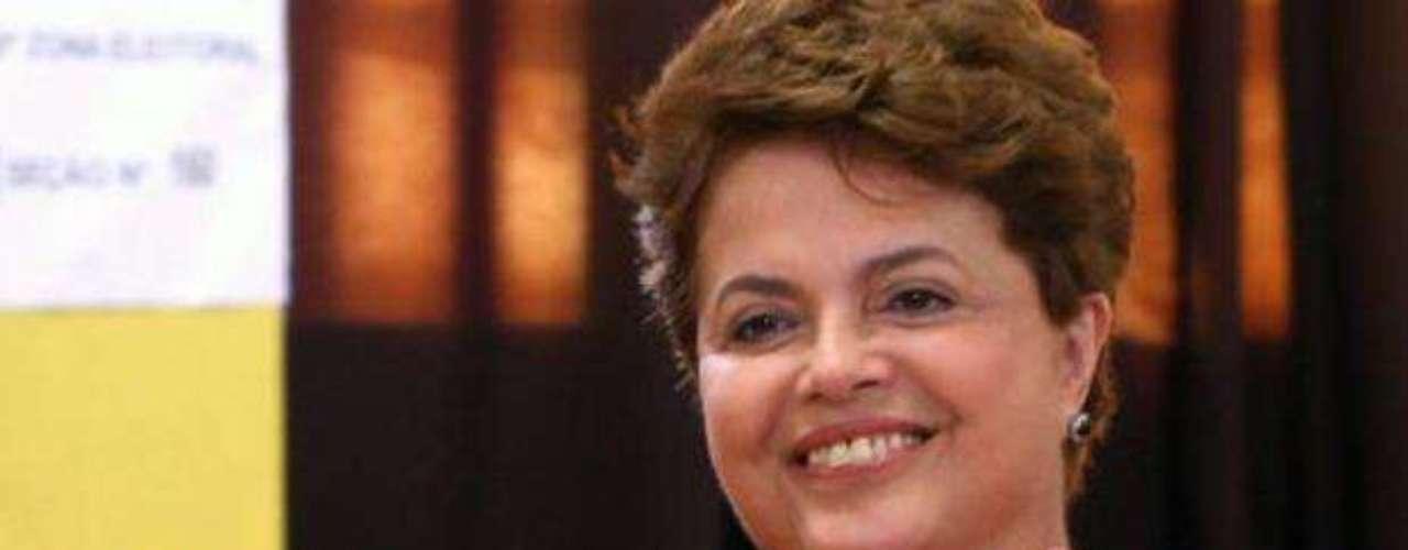 Dilma Vana Rousseff: Economista de profesión y actual presidenta de Brasil, fue nombrada en 2005 jefa del Gabinete de la Presidencia de la República (equivalente a la Secretaría de Gobernación) por el ex presidente Luiz Lula da Silva, convirtiéndose en la primera mujer en asumir el cargo. Seis años después, llegó a la Presidencia de Brasil.