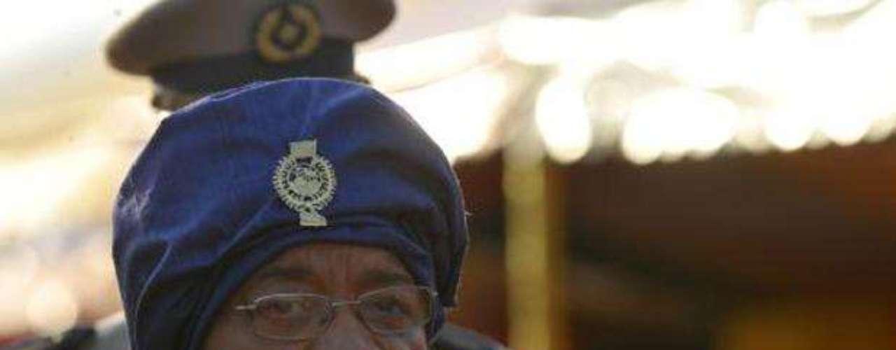 Ellen Johnson-Sirleaf: Actual presidenta de Liberia, consiguió la mayoría de votos en las elecciones presidenciales de año 2005 y tomó posesión de su cargo el 16 de enero de 2006.
