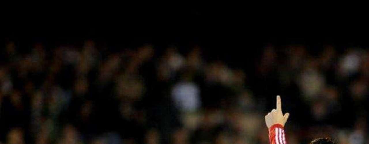 Con esta victoria, el Real Madrid le saca por el momento 13 puntos al Barcelona, que juega este domingo ante el Racing.