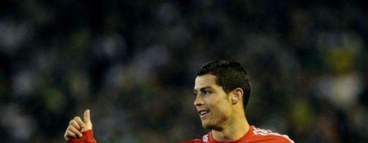 Después del gol, Real Madrid inició con el dominio del esférico. Cristiano Ronaldo tuvo algunas llegadas de peligro.