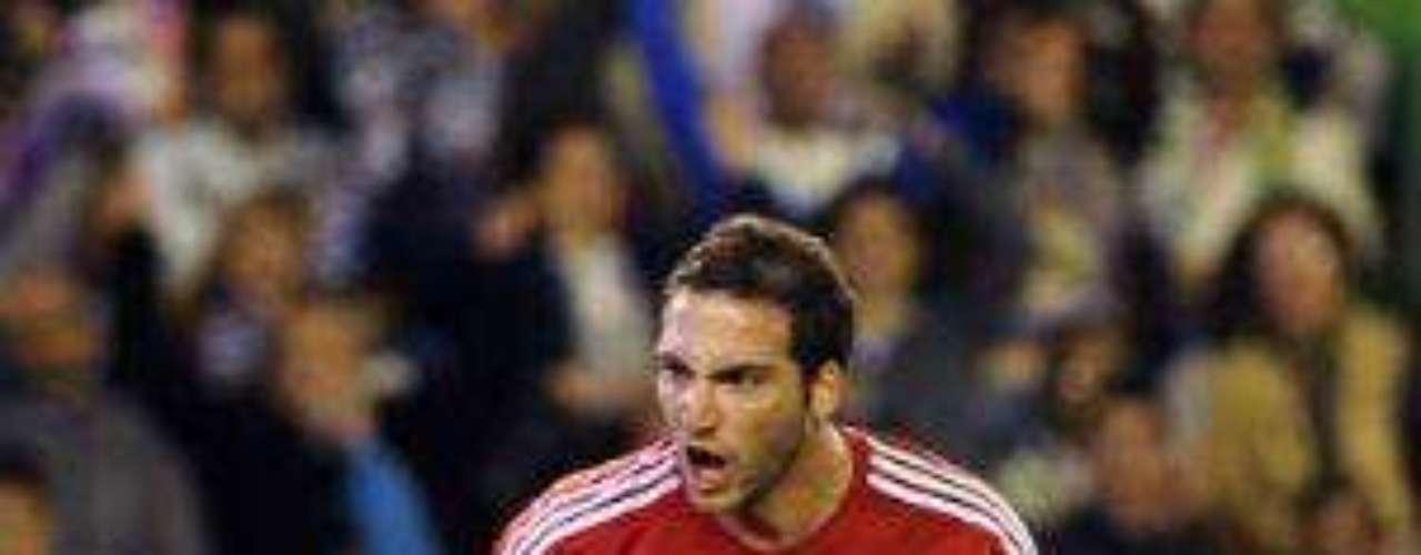 Fue al minuto 24 cuando el cuadro merengue, por conducto de gonzalo Higuaín, alcanzó el empate.