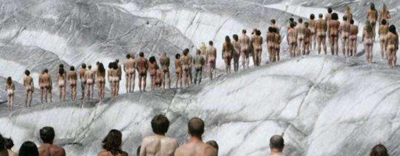 Con Greenpeace a la cabeza, 600 personas protestaron en 2007 contra el calentamiento global en un glaciar ubicado en los Alpes Suizos.