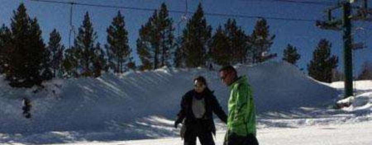 Chenoa compartió en Twitter esta foto mientras aprendía a hacer 'snow' con su monitor