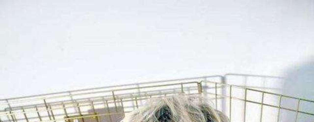 La hermana de la Barbie  de carne y hueso,  Kiki Kannibal,  ha colgado una foto de Koti cuando tenía 8 años.