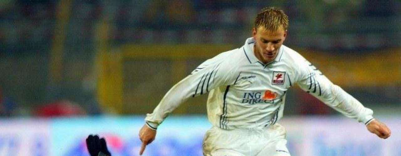 El alemán Heiko Herrlich, quien jugó en la década del 90 con el Bayern Leverkusen, el Borussia Dortmund y el Mönchengladbach, tuvo que dejar las canchas en el año 2000, luego de que se le detectara un tumor maligno en el cerebro. Un año después volvió a jugar, tras un complicado tratamiento.