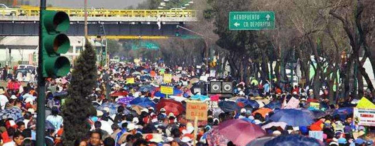 La circulación en el circuito de la Plaza de la Constitución fue cerrada pasadas las 11:20 horas, salvo en 20 de Noviembre.