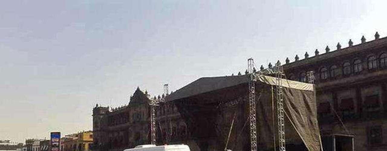 Un templete los espera en la Plaza de la Constitución, donde montarán un mitin.