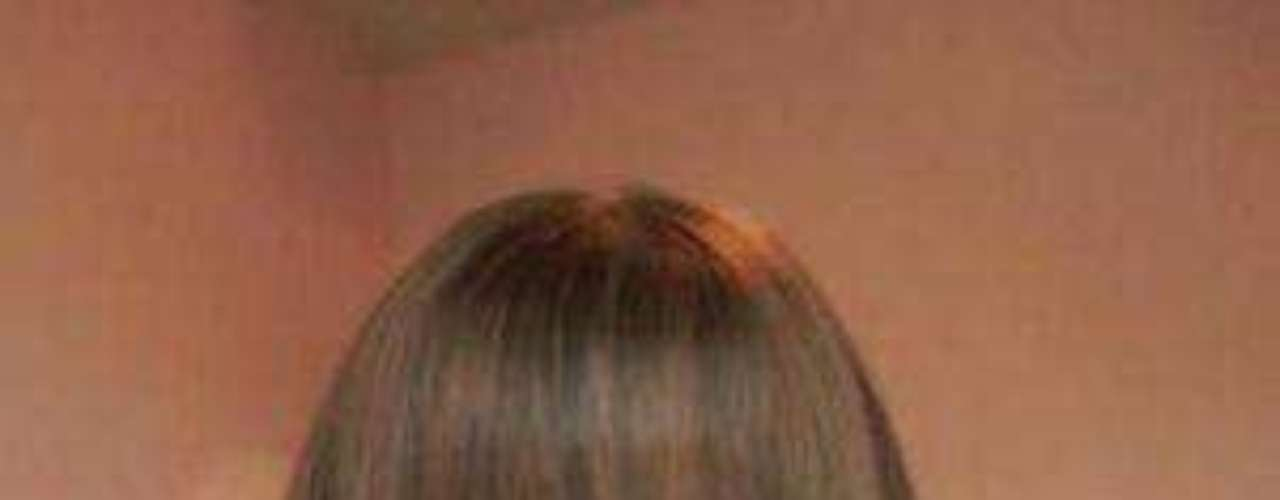 La joven sensación, que debe andar entre los 16 y 18 años tiene pelo castaño y ojos azules y sí, se parece mucho a la famosa muñeca de Mattel. ¿Photoshop, bótox, maquillaje, digitalización?
