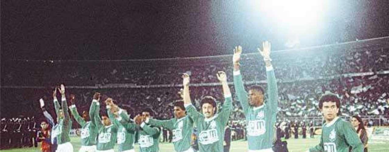 El Atlético Nacional tuvo sus mejores momentos bajo el patrocinio de Pablo Escobar. El equipo de Medellín es el único equipo Colombiano que ha ganado la Copa Libertadores.
