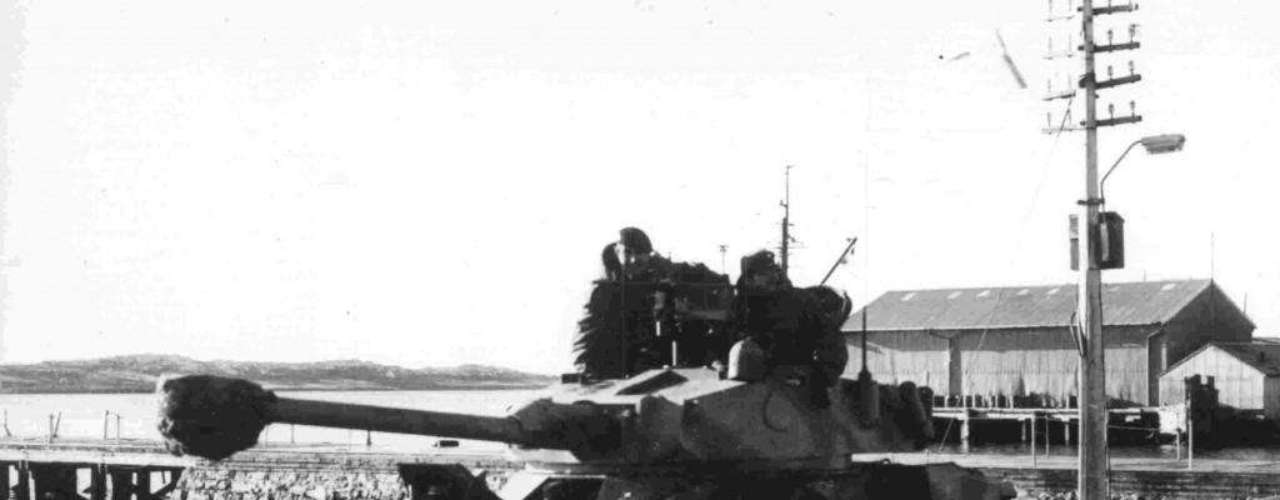 """Las siguientes fotografías fueron tomadas por los reporteros gráficos de la Agencia Télam S.E. en 1982 durante la la Guerra de Malvinas y formaron parte de la muestra """"Télam en Malvinas""""."""