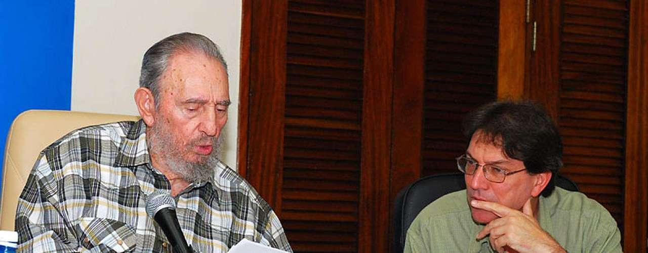 16 de julio de 2010: Se reúne con diplomáticos en la sede de la Cancillería.