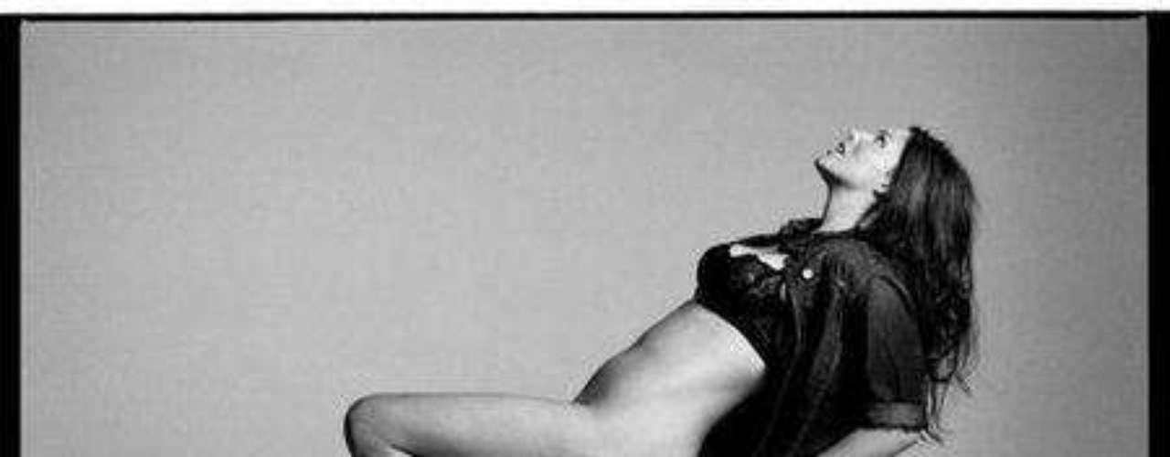 Kate Dillon sufrió de anoréxica cuando era un adolescente, debido a las burlas sobre su peso la infancia, y luego pasó a convertirse en una modelo de tallas grandes. Dillon fue nombrada una de las 50 mujeres más bellas de la revista People en el año 2000.