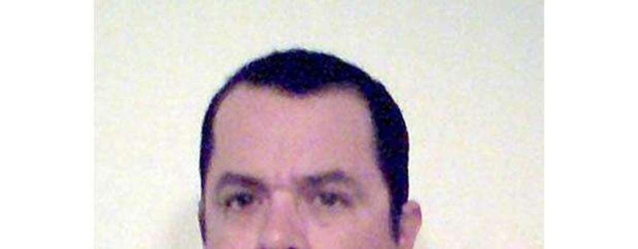 También hay un candidato de origen colombiano quien se cambió el nombre de Fabio Correa a Mosheh Eesho Muhammad Al-faraj Thezion y quien nunca sonríe en una foto porque según él \