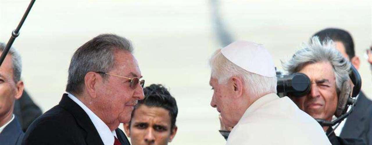 El Papa Benedicto XVI llega a Cuba en la que constituye la primera visita de un pontífice romano a la isla en 14 años.