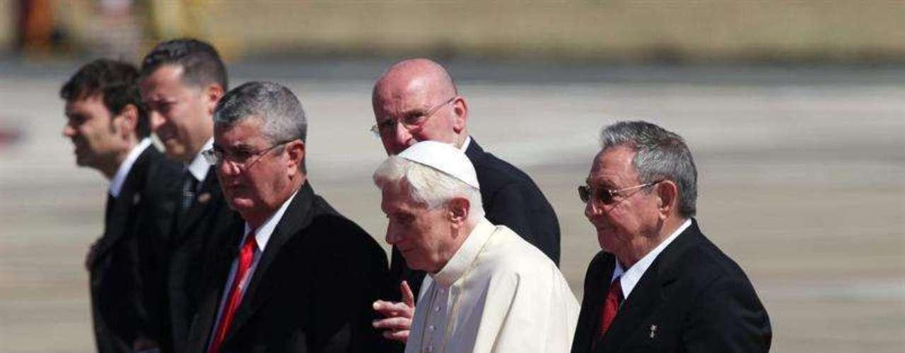 El avión vaticano, un Boeing 777 de la compañía Alitalia, aterrizó a unos 950 kilómetros al este de La Habana.