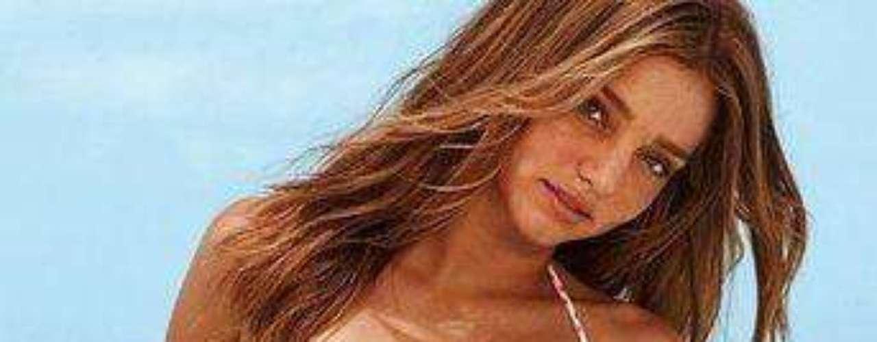Miranda Kerr es una supermodelo australiana que es uno de los Ángeles de Victoria's Secret desde mediados de 2007. Miranda es también embajadora de moda en la firma australiana David Jones. Su carrera de modelo se inició a los 13, cuando participó del concurso de 1997 realizado por Dolly Magazine e Impulse fragances, del que salió ganando. Kerr ha trabajado para marcas tales como LAMB, Neiman Marcus, Veet, Clinique, Maybelline New York, Roberto Cavalli. Ha aparecido en portadas de Elle, Cosmopolitan, Cleo, Harper's Bazaar entre otras.