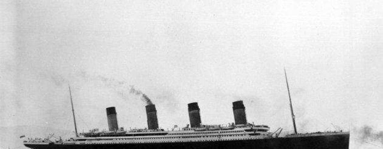 El RMS Titanic (en inglés: Royal Mail Steamship Titanic, \