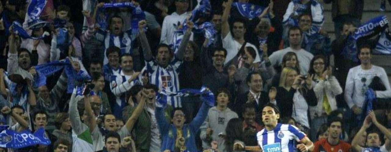 El jueves, 21 de octubre de 2010, en Estambul, marcó al minuto 26 en la victoria del Porto 3-1 sobre Besiktas de Turquía